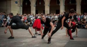 Espect culo de danza el domingo a la tarde en arma plaza for Espectaculo kukai dantza